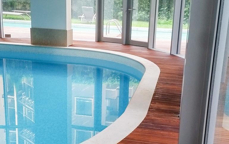 parquet-interno-piscina.jpg